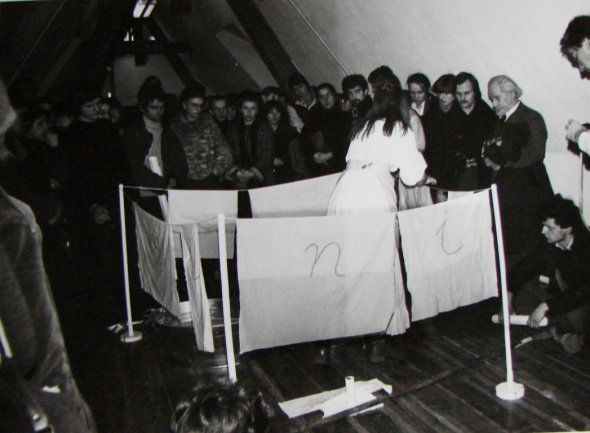 Maria Pinińska-Bereś, Washing, performance during the opening.