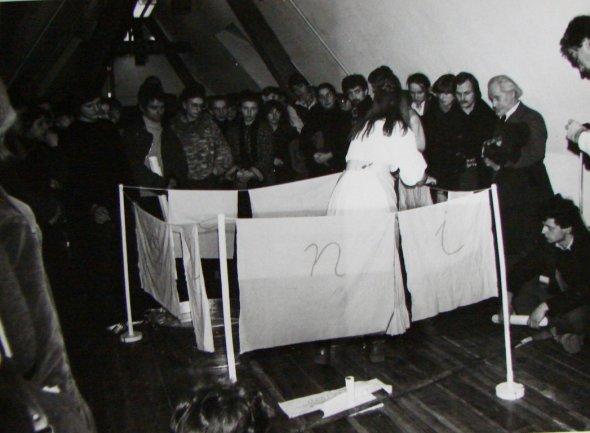 Maria Pinińska-Bereś, Washing, performance during the opening.